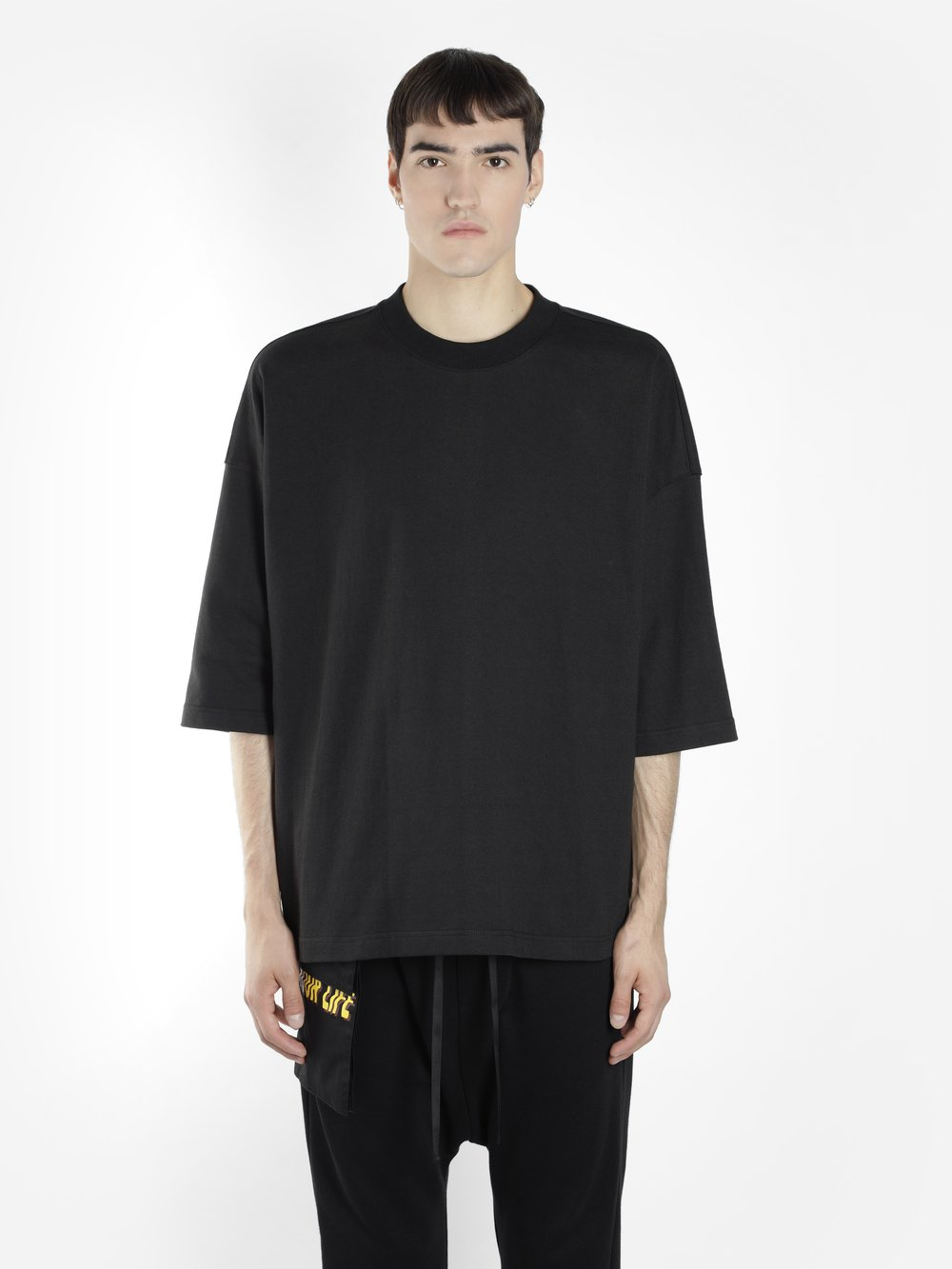 D BY D MEN'S BLACK SWEATER WITH BACK YELLOW ZIP