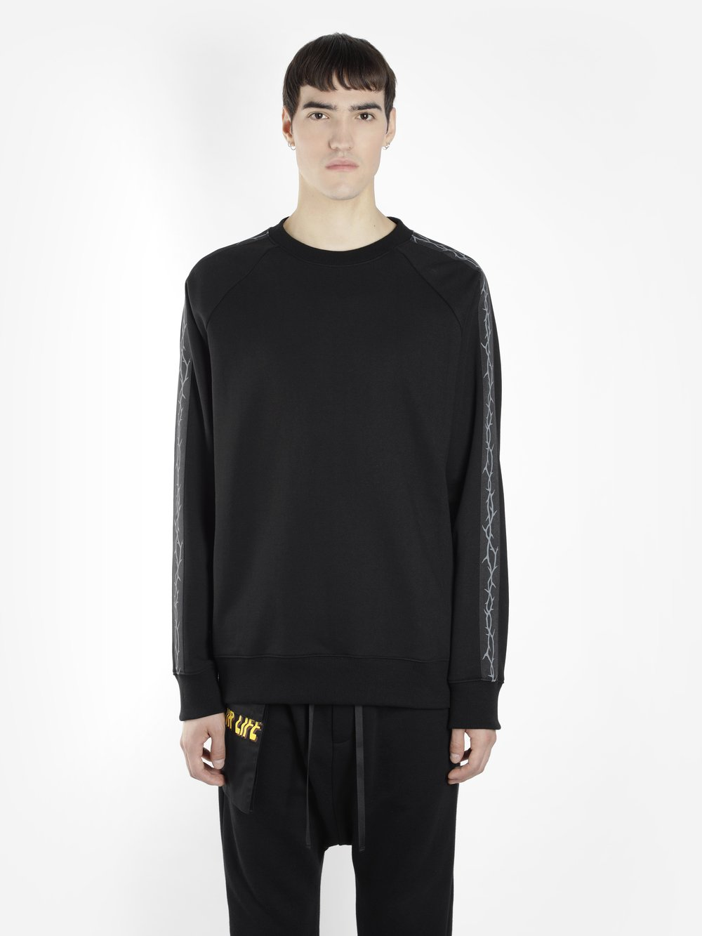 D BY D MEN'S BLACK CREWNECK SWEATER WITH SLEEVES THORN PRINTS