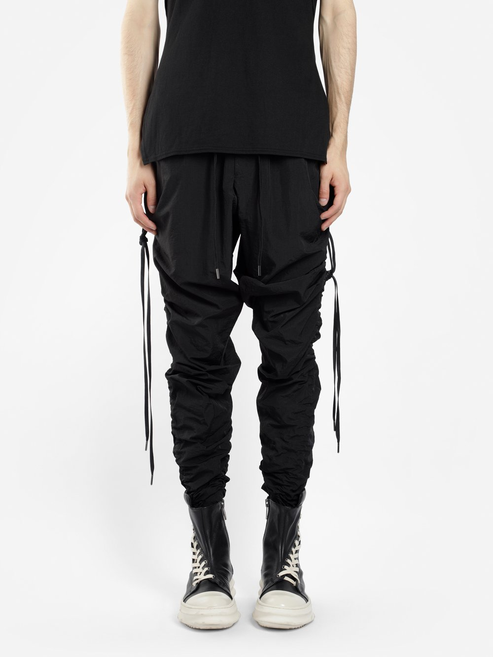 D.GNAK BY KANG.D MEN'S BLACK LATERAL STRING TUNNEL TROUSERS